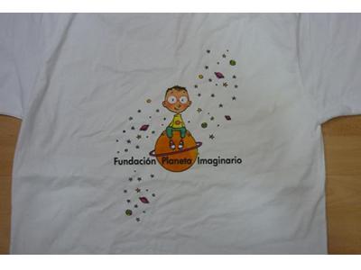 Camiseta blanca de niños con estampación en CMYK.